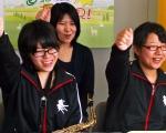 名寄高校吹奏楽部 副顧問 細川 淑子さん・生徒の上西 夏実さんと宍戸 千恵さん