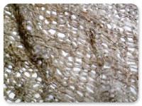 ざっくりとした手編みながら、 空気をたくさん含んでいて 暖かい仕上がりです。